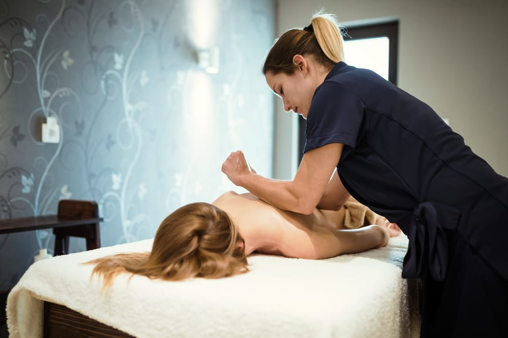 A licensed massage therapist works in a country club.